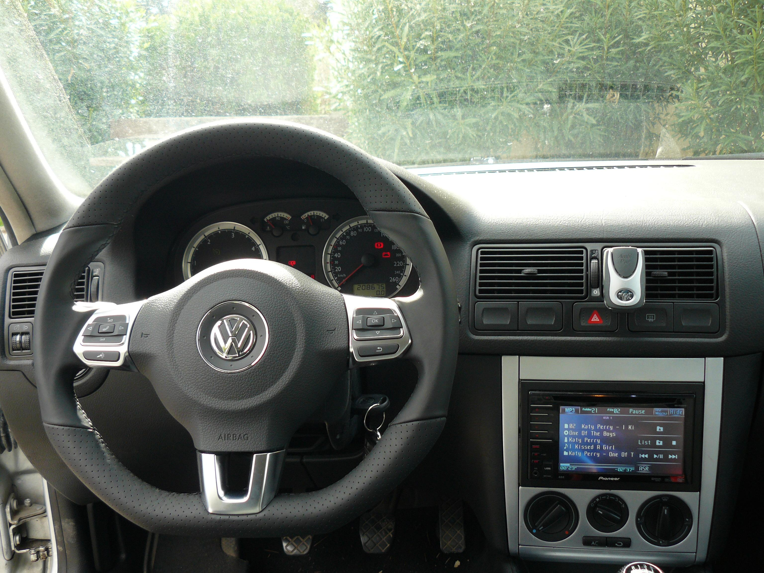 volant golf vi accessoires int rieurs page 4 forum volkswagen golf iv. Black Bedroom Furniture Sets. Home Design Ideas