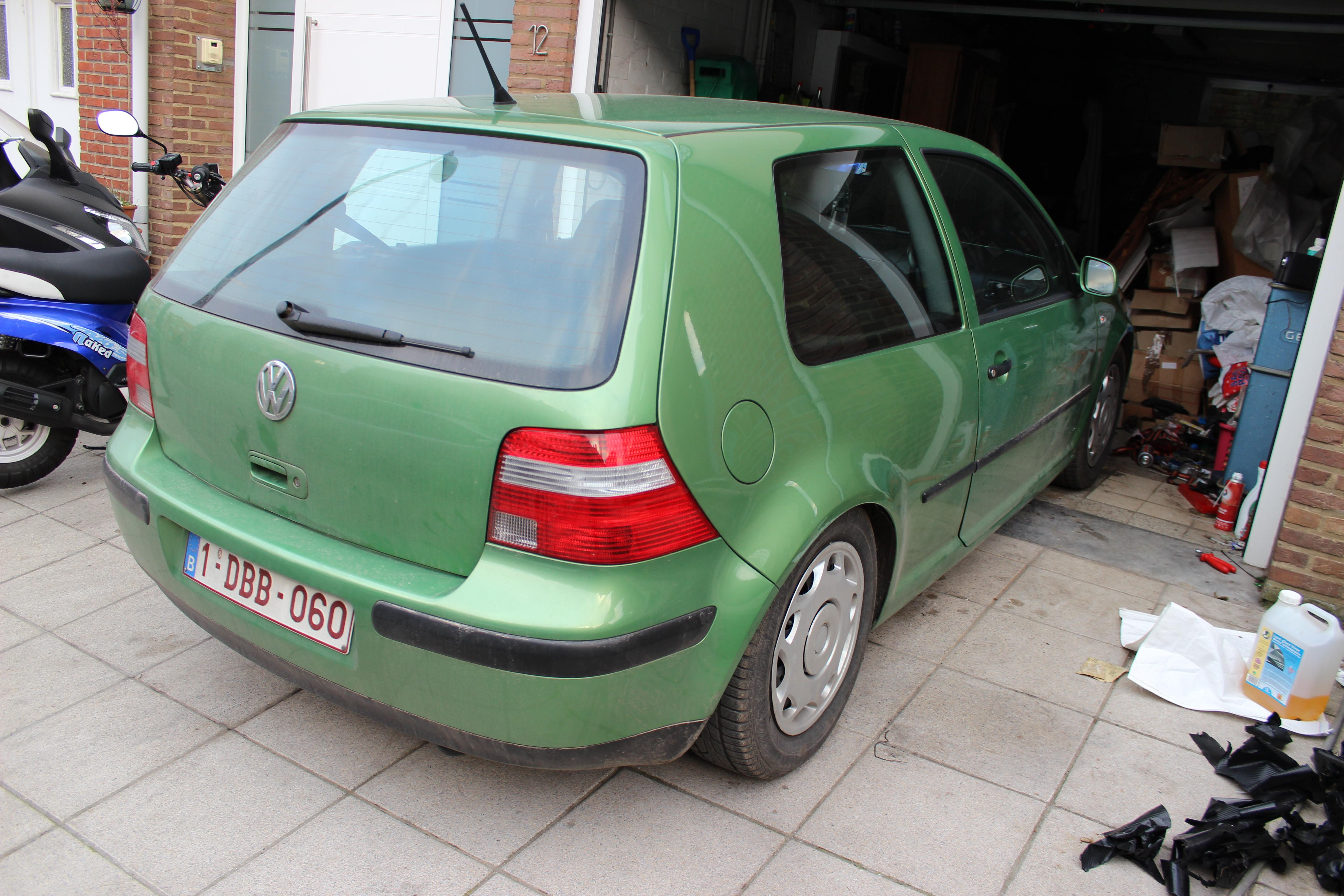 Golf iv 90 basis cosmic 98 be sinistr garage for Garage volkswagen paris 13