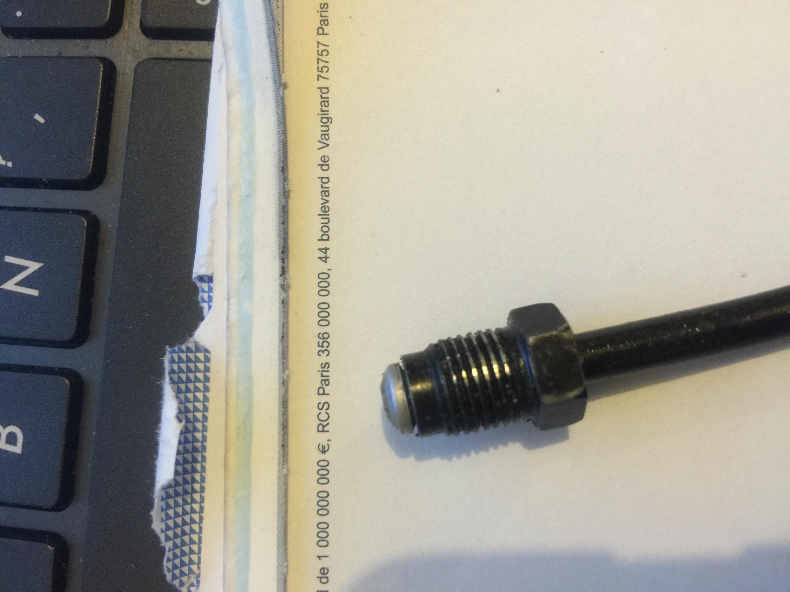 cable reli au flexible de frein arri re cass probl mes train roulant forum volkswagen golf iv. Black Bedroom Furniture Sets. Home Design Ideas